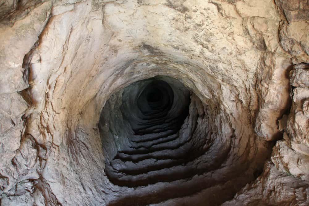 caving, By / GianE at Greek Wikipedia [Attribution], via Wikimedia Commons