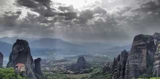 meteora - walking through the 'giants'