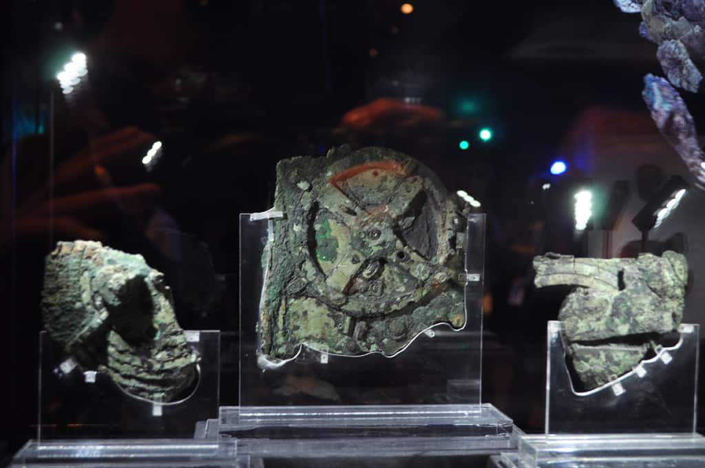 Antikythera mechanism. By Juanxi (Own work) [CC-BY-SA-3.0 (http://creativecommons.org/licenses/by-sa/3.0)], via Wikimedia Commons