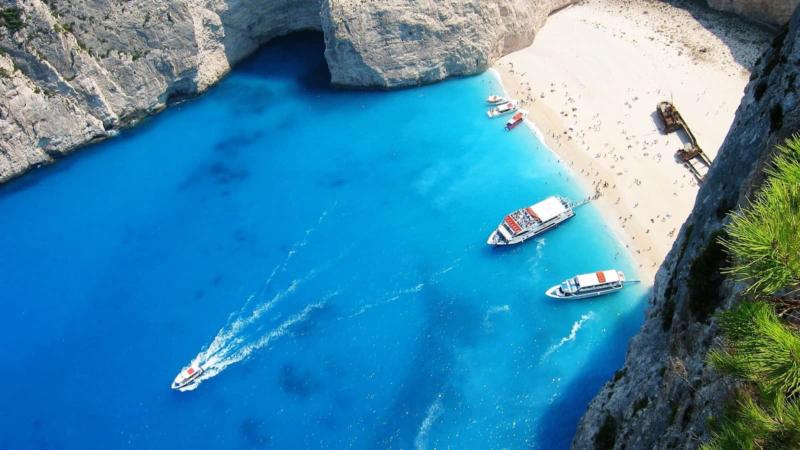 10 Greek Islands with amazing Beaches that Demand a Visit