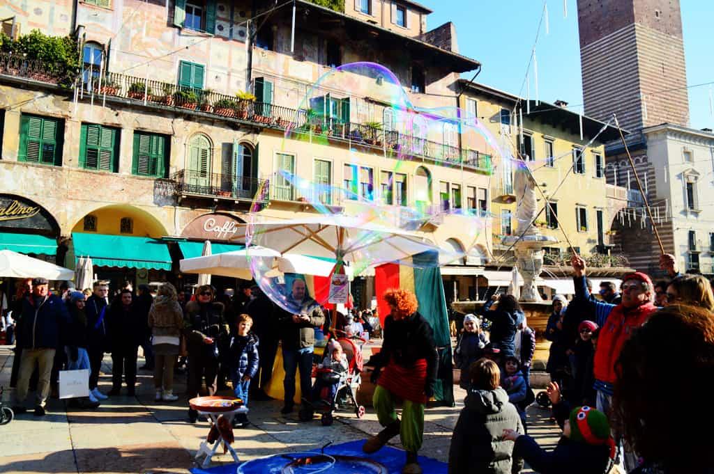 Verona street performer