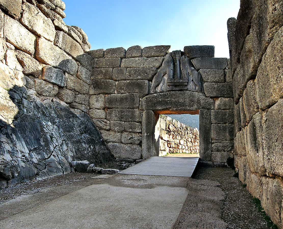 Lions-Gate-Mycenae by Andreas Trepte - Own work. Licensed under CC BY-SA 2.5 via Wikimedia Commons - http://commons.wikimedia.org/wiki/File:Lions-Gate-Mycenae.jpg#/media/File:Lions-Gate-Mycenae.jpg