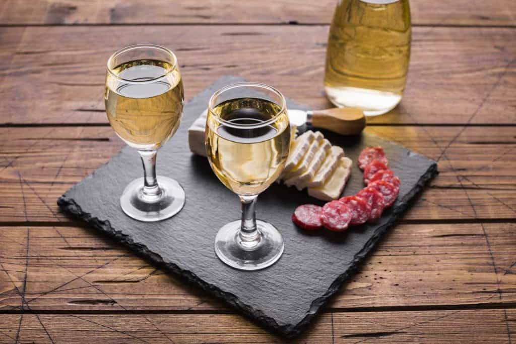 Best Wine Tours In The US: Wine pairing with cheese and salami